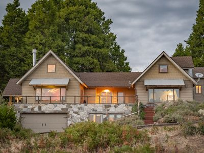 Spectacular Mountain-top Retreat Lodge, Sleeps 20 , Surrounded by Forest