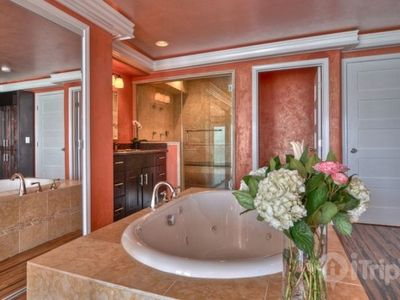 Malibu house rental - Master Bathroom w/ Steam Shower & Jacuzzi Tub