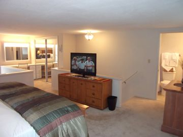 Master bedroom, vanity area and full lenght mirrors are great when getting ready
