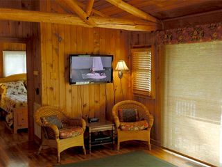 "Huddleston cabin photo - 40"" HDTV with DVD and Dish Network"
