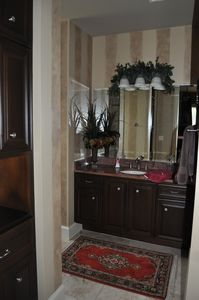 Austin estate rental - Guest Bath