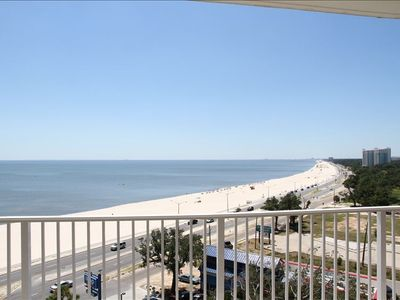 Biloxi condo rental - Looking down the beach towards the west (Gulfport)