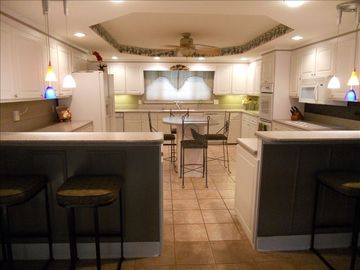 Main Level Gourmet Kitchen, well equiped with all the best cooking tools!
