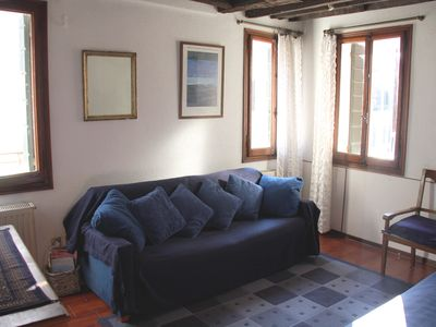 Sitting room with 3 windows overlooking canal San Andrea