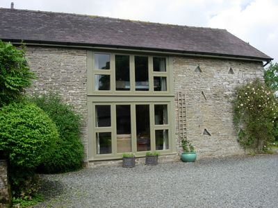 Delightful barn set in glorious countryside near Offa's Dyke and Elan Valley