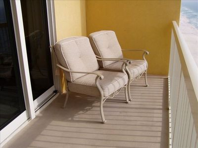 Relaxing Balcony Chairs for Beach Watching