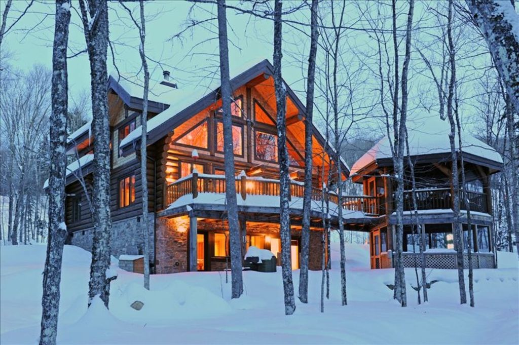 Waterfront loghome theatre billiard homeaway mont for Cabin rentals near montreal