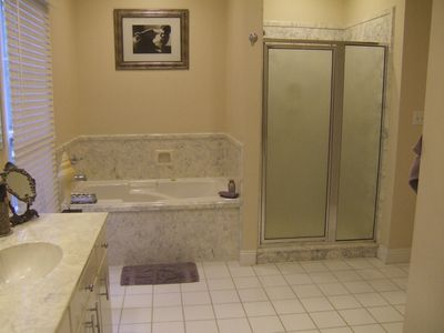 Mobile house rental - master bath
