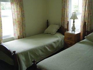 Castine cottage photo - Sunny 2nd bedroom with twin beds