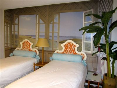 Guest bedroom with beach MURAL.Guestroom has a flat screen TV with cable & Blura