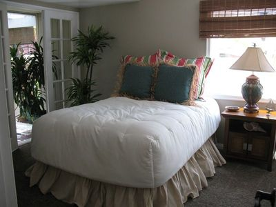 Balboa Island house rental - Downstairs bedroom with french doors to side patio - flat screen TV