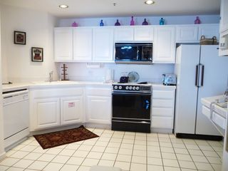 Catalina Island condo photo - Spacious, fully-equipped kitchen