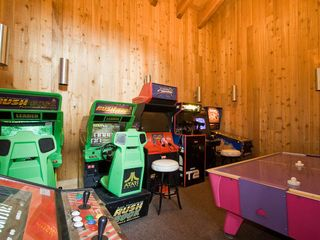 Carnelian Bay townhome photo - Lodge w/game room