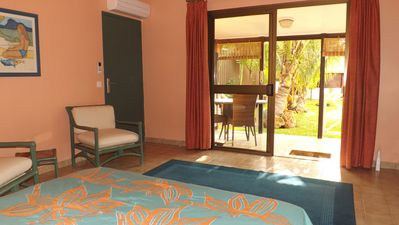In Nouméa, a super comfortable cottage nestled in a beautiful garden.