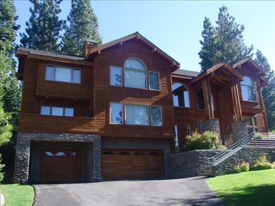 Tahoe Beauty - sleeps 12! Gorgeous, sunny lot with peak views of the lake.