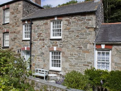 2 Stippy Stappy - A Two Bedroom Stone Cottage With A Modern Cosy Interior