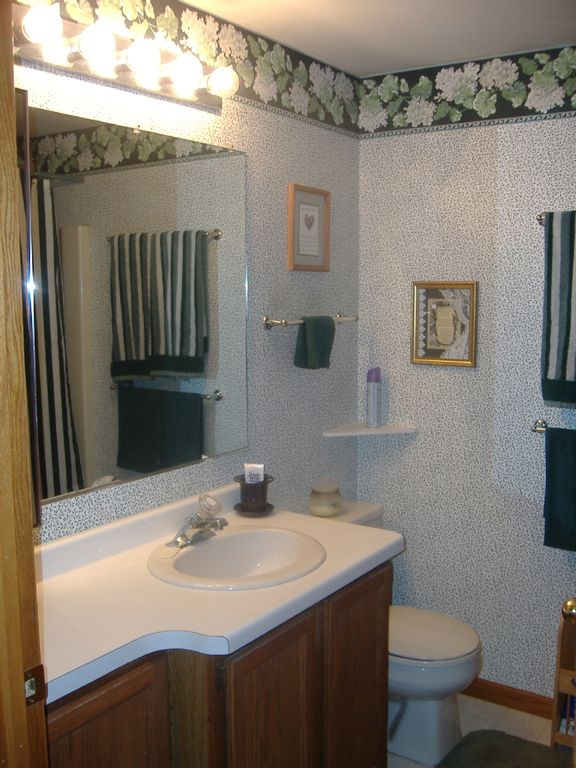 2nd Bathroom - Full w/tub and shower