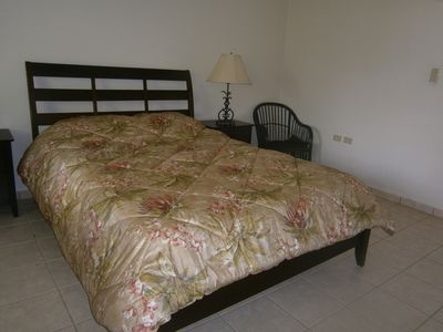 Bedroom (Queen size bed)