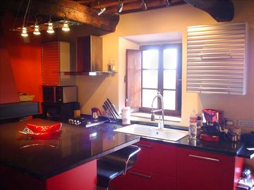 Kitchen in Italian moderno.