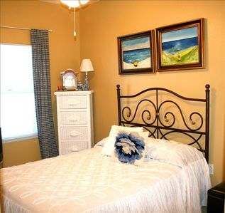 3rd Guest Room - Great for Kids or a Couple! Wall Mount Flat Screen TV/DVD Combo