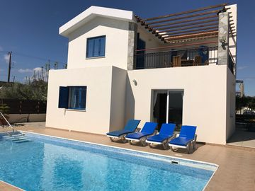 SPECIAL OFFER 10% OFF AUGUST! Private Pool WIFI Close to Beach & Rests Sea View
