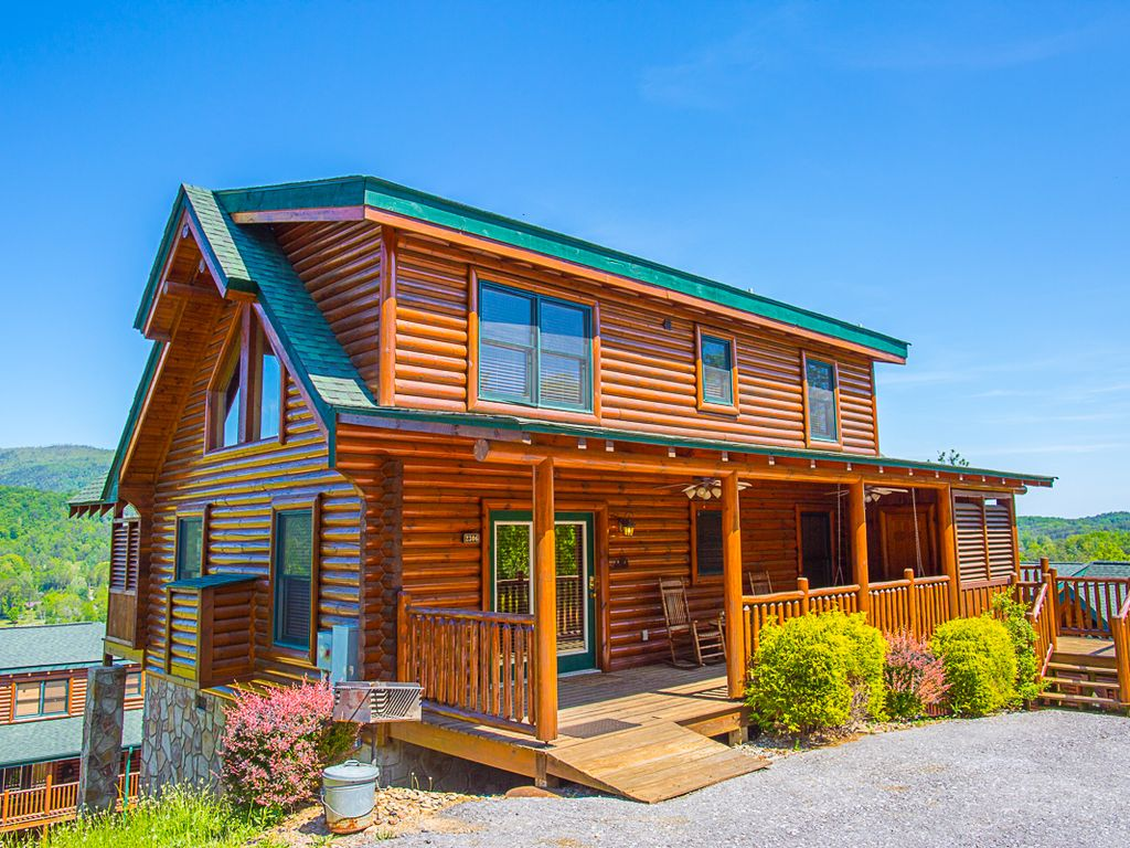 3br luxurious pigeon forge cabin with hot vrbo