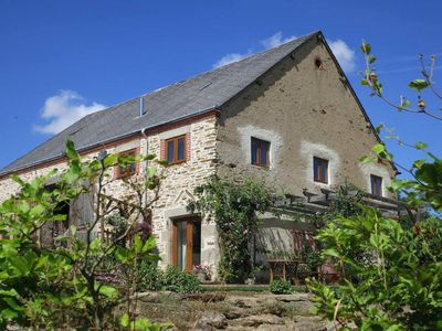 Rural Cottage, Southern Loire Valley, Peaceful, Stunning Views with Pool & WiFI