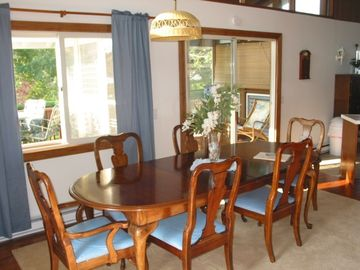 Dining area upper, additional seating available