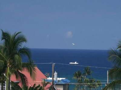 Dec Special: Stay 3 nights get one free! Big lanai, ocean view, close to town