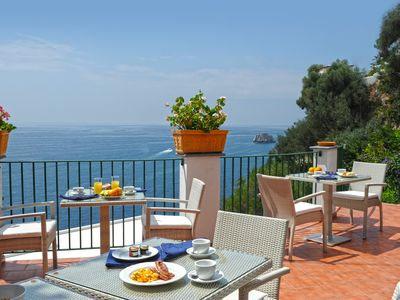 Praiano villa rental - terrace for relaxing breakfast
