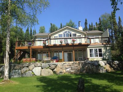 Large Upscale Lakeside Alaskan Home, Easy access from Parks Hwy on Nancy Lake.