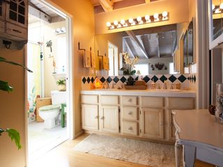 Marina del Rey condo photo - Full master bathroom with double vanity