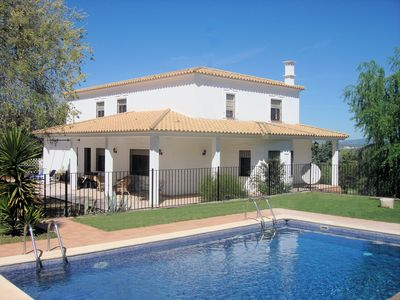Luxury Child-Friendly Villa - Heated Gated Pool, Playroom, 1 km to tapas bars!