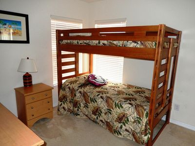 Bunk bedroom with full en-suite bathroom