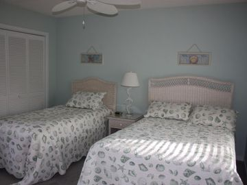 3rd guest bedroom with full and twin beds