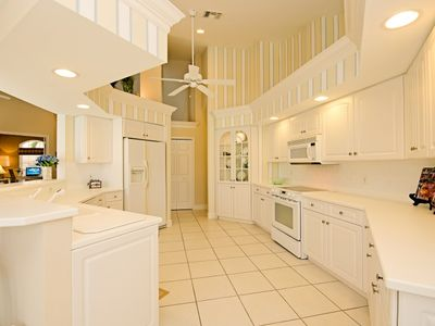 Spacious and Spotless Gourmet Kitchen