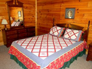 Sevierville cabin photo - Bedroom 1