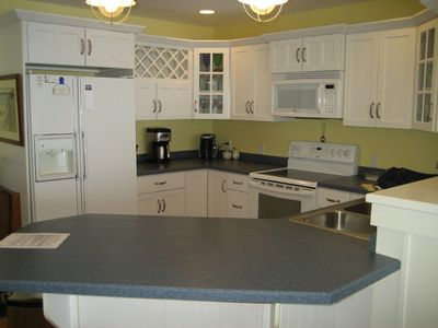 Kitchen with breakfast bar, seating 4