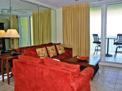 Spacious Living Room w/ ample seating and Flat Screen TV overlooking the Gulf!