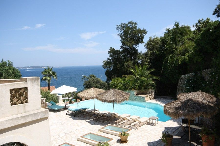 Accommodation near the beach, 420 square meters, , Golfe-juan, France