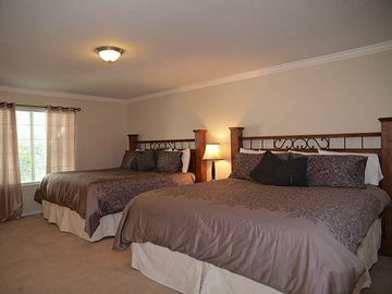 MASTER BEDROOM (OFF KITCHEN) 2 BEDS, HD TV, PRIVATE BATHROOM
