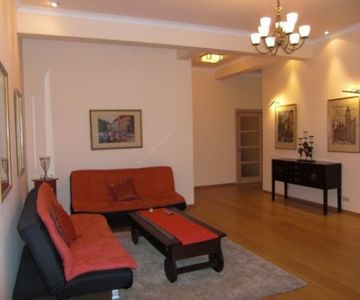 1 Bedroom Big LUX Apartment in Passage Maidan Main street