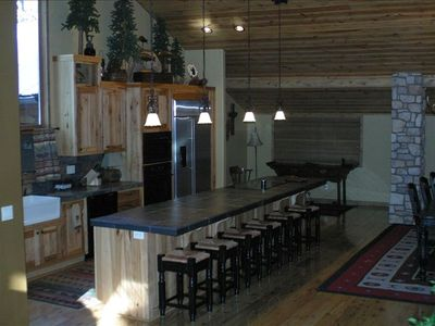 Pinetop cabin rental - Kitchen and Dining Bar