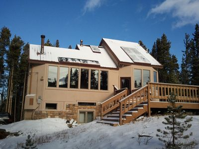 Secluded luxury house on 6 acres with glorious views of the forest & mountains!