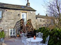 LOTTIES LOFT, pet friendly, with a garden in Grassington, Ref 2832