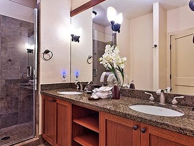 Master bathroom of our oceanfront Waikoloa vacation rental.