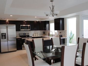 Downtown Scottsdale villa rental - Very nice updated kitchen with granite, stainless steel. Tile throughout.