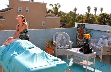 Huntington Beach villa rental - Furnished roof top deck and check our welcome guide to schedule a massage!