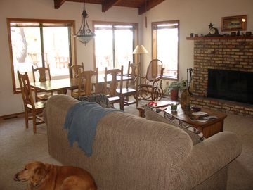 Munds Park house rental - Living and dining area with view out to the back deck. Pets are welcome!