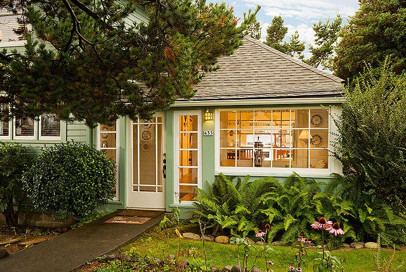 historic scout's cottage. immaculate. hot tub  vrbo, beach home rentals seaside oregon, beach homes for rent in seaside oregon, beach house for rent in seaside oregon
